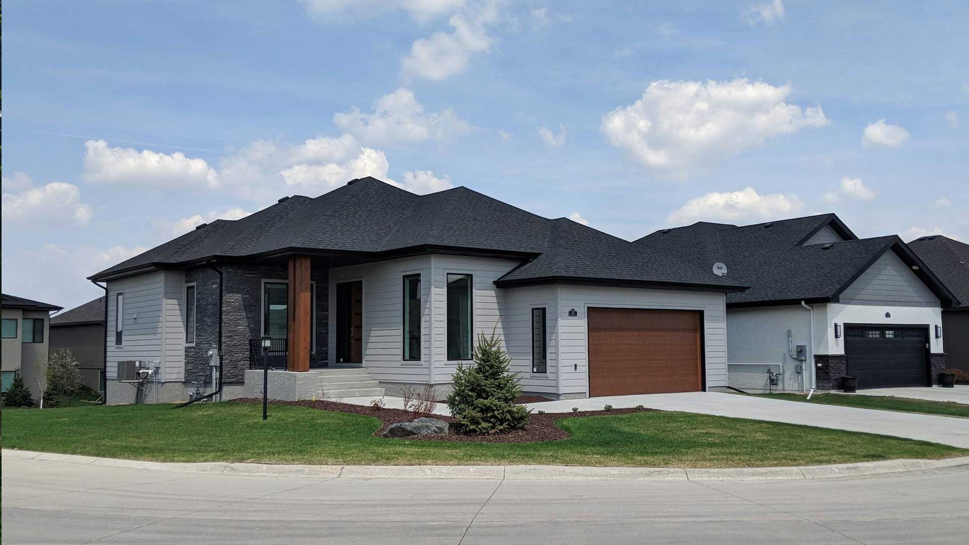 siding contractor in winnipeg